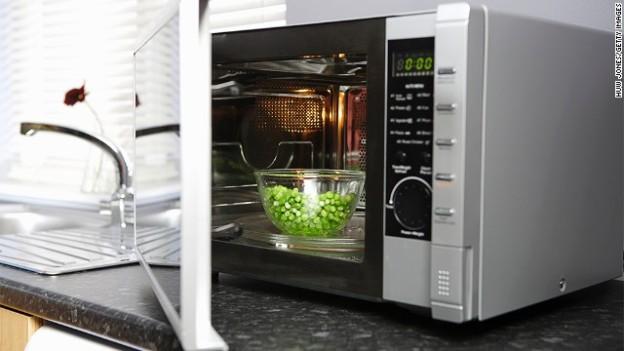 140120125623-microwaving-food-story-top.jpg